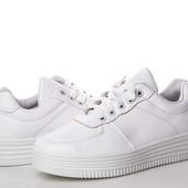 Стильные белые кроссовки, маст хэв!