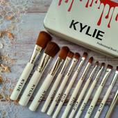 Наборы кистей для макияжа, жидкие помады Kylie