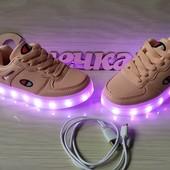 Шикарные кроссовки с LED подстветкой юсб-качество супер -распродажа
