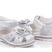 Дитяче взуття кросовки босоніжки, туфлі, тапочки в садочок